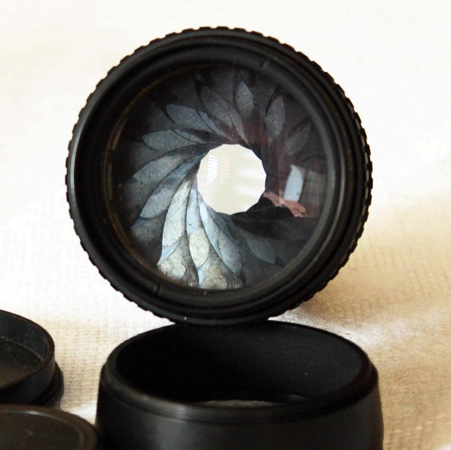 Aperture blades on a lens