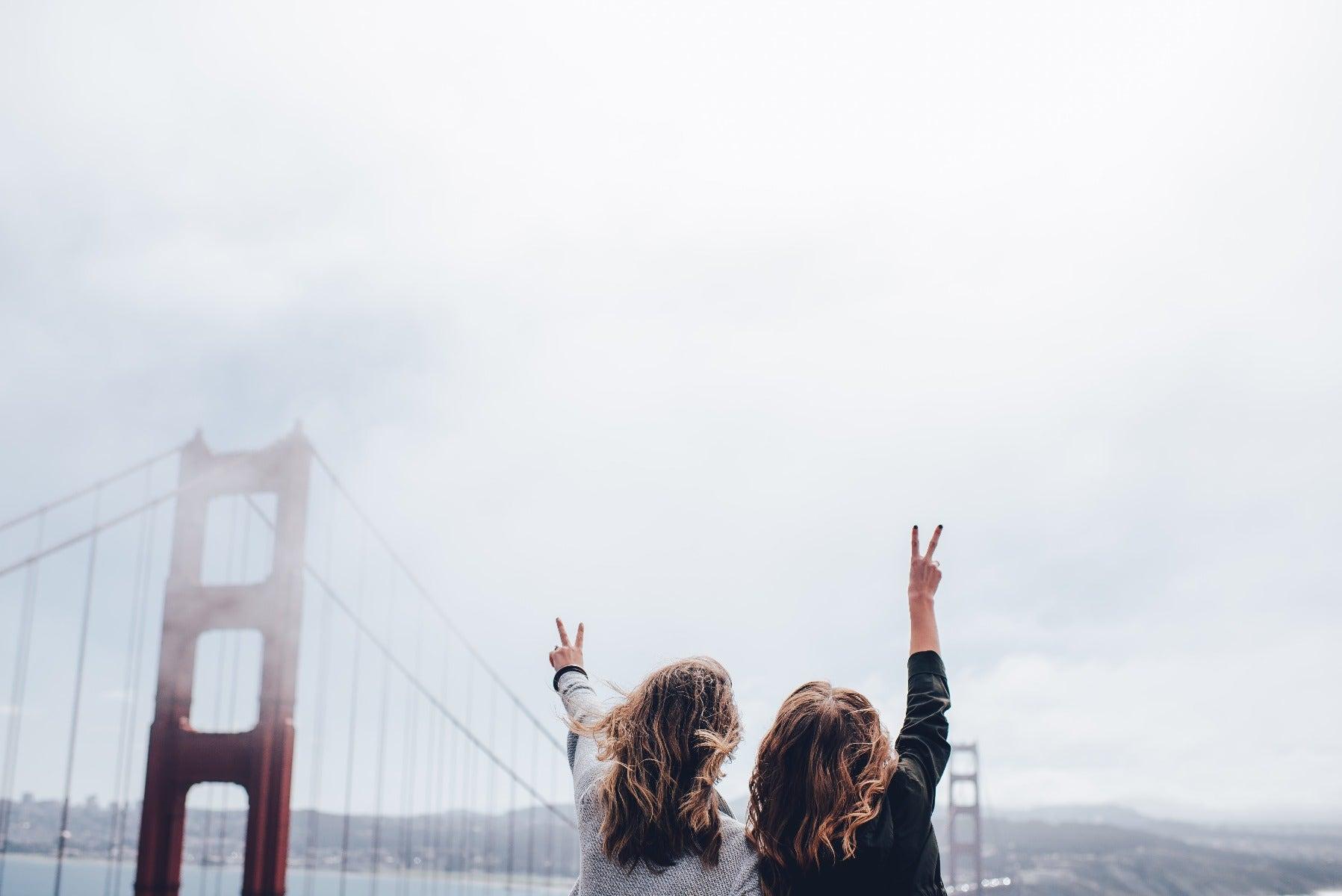 Travellers taking photos at Golden Gate Bridge