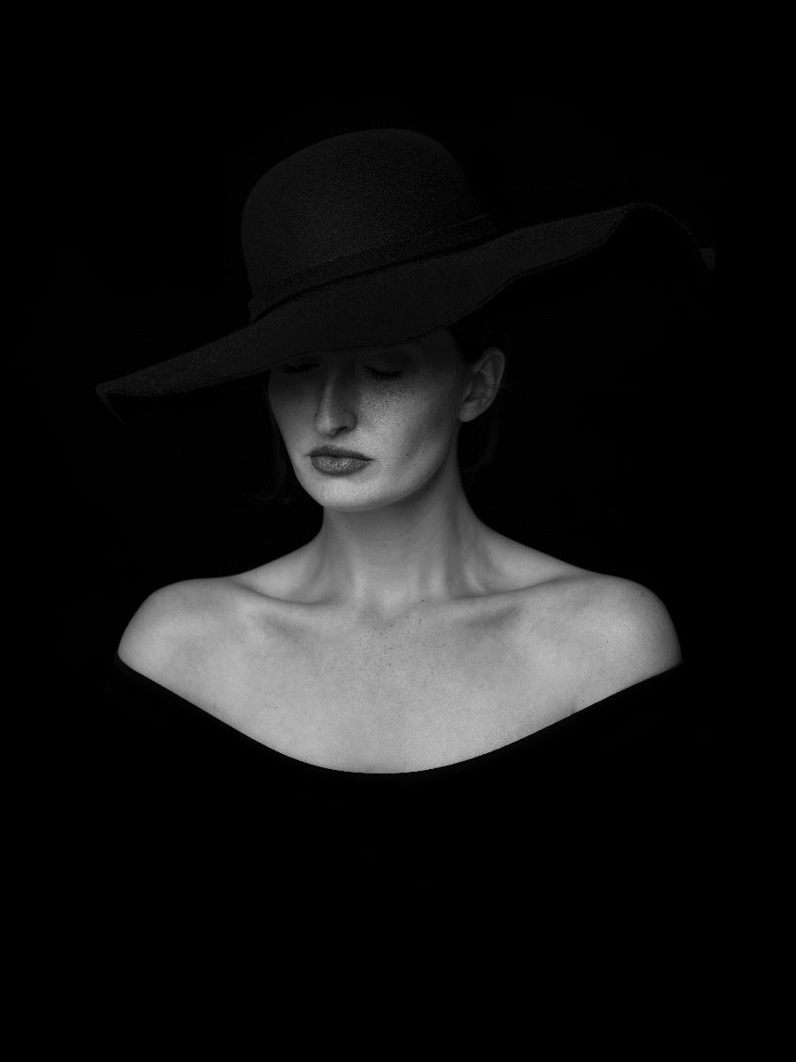 Women with black hat in black and white