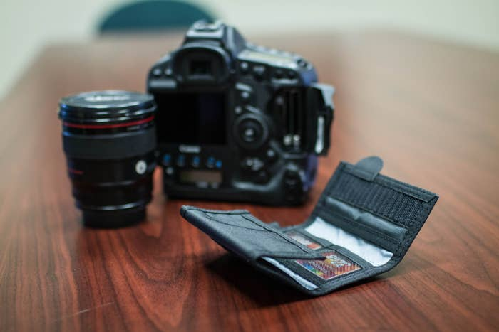 F-Stop CF Wallet 6 Slot - Black  -  for your SD and CF Memory cards