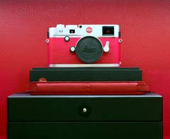 Leica - M (Typ 240) a la carte - Silver / Red Leather