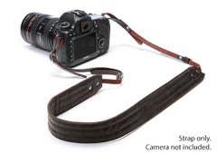 Leica 10x25 Ultravid Colorline Binocular (Cherry Pink)